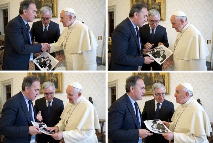 """il fotografo Tony Gentile dona la sua """"mitica"""" e simbolica foto che ritrae  Falcone e Borsellino a papa Francesco"""