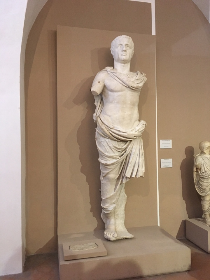 Statua in marmo dell'imperatore Claudio